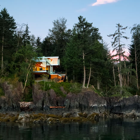 Gambier-Island-House-by-Office-of-McFarlane-Biggar
