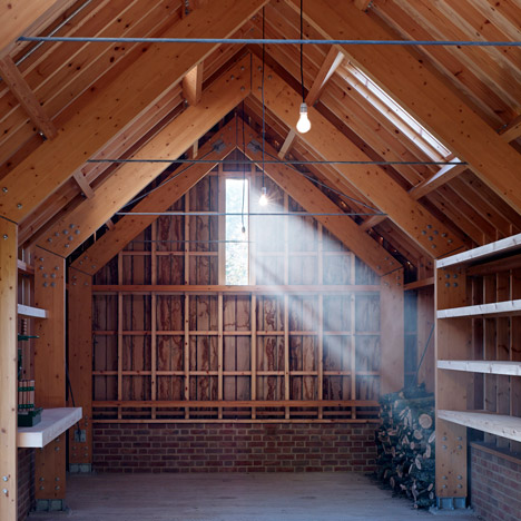 "Tom Lloyd and Cassion Castle build garden studio embracing ""timber and craftsmanship"""