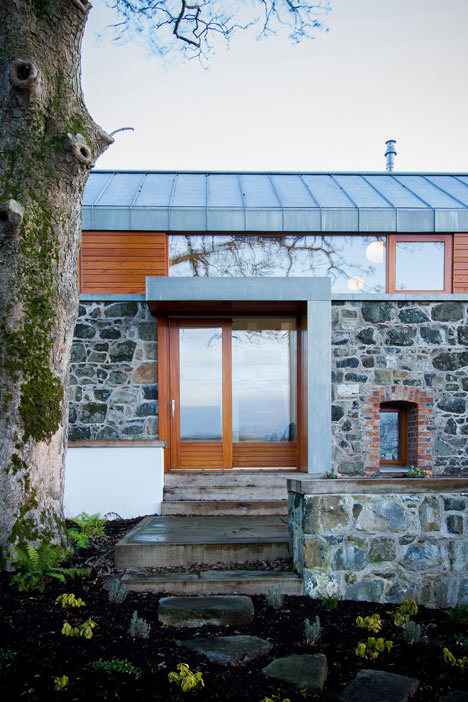 Loughloughan Barn by McGarry Moon Architects Ltd_dezeen_10