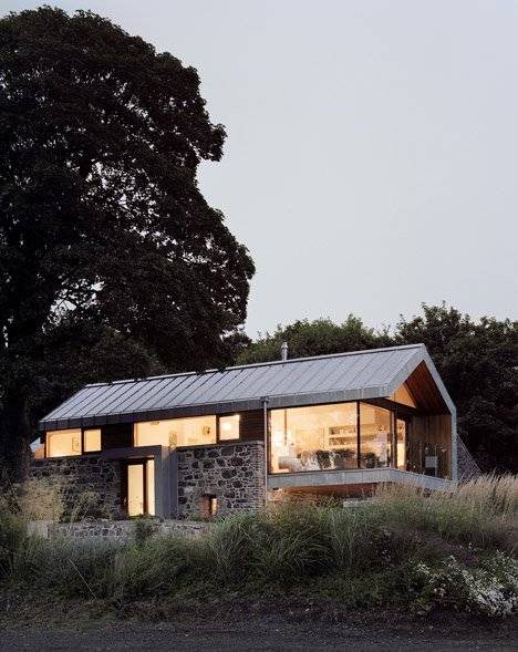 Loughloughan Barn by McGarry Moon Architects Ltd_dezeen_2