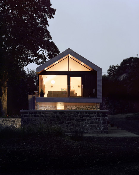 Loughloughan Barn by McGarry Moon Architects Ltd_dezeen_3