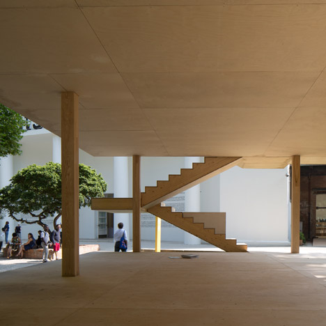 Le corbusier 39 s maison dom ino realised at venice for Association maison