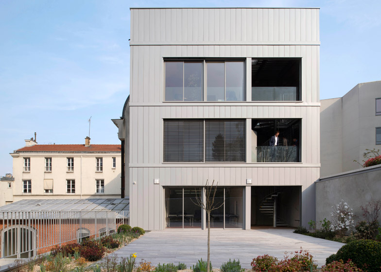 Refurbishment and extension of the City Hall of Pre Saint-Gervais by Zoomfactor Architectes