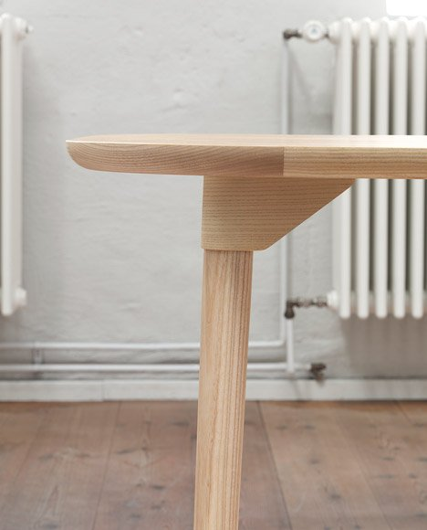 Sam table by Note Design Studio