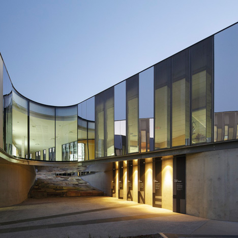 Australian Plant Bank by BVN Donovan Hill dedicated to preserving native seeds