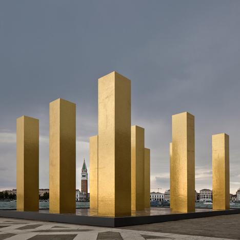 Heinz Mack installs towering golden columns on a Venetian island