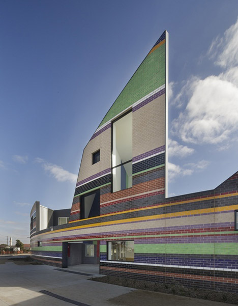 Dallas-Brooks-Community-Primary-School by McBride Charles Ryan mirrors the local skyline