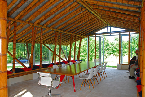 "The architecture of Simón Vélez pioneers ""new ways of using giant bamboo"""
