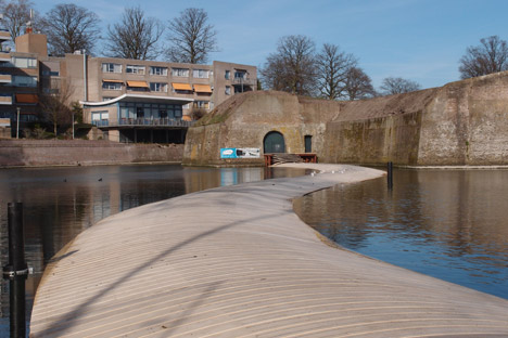Dutch Floating Bridge by RO and AD architects_dezeen_5