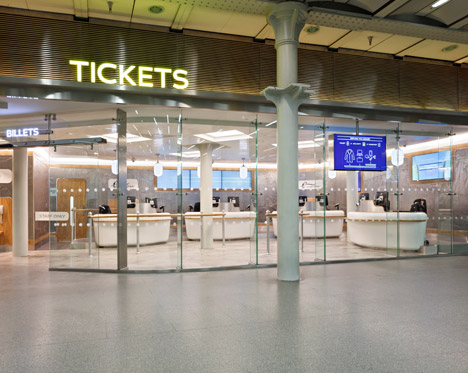 Eurostar_Tickethall_by_Christopher_Jennings_dezeen_468_3