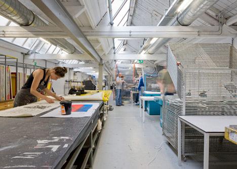 Extruding store Kapitaal in Utrecht by ZakenMaker, Studio Toon Welling and Atelier Gsbrt