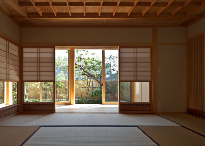 House of Nagahama by Takashi Okuno
