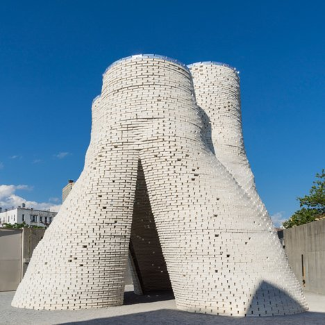 "Tower of ""grown"" bio-bricks by The Living opens at MoMA PS1"