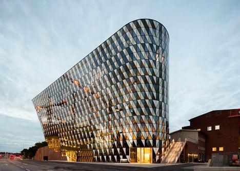 Karolinska Institutet auditorium by Wingardhs_dezeen_15