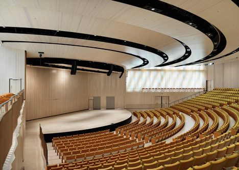 Instituto Karolinska auditorio por Wingardhs