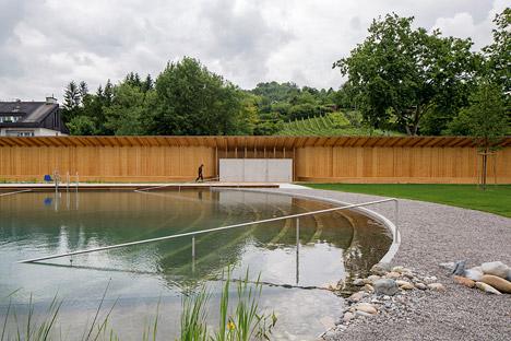 La prima piscina olimpionica a fitodepurazione for Laghetto balneabile progetto