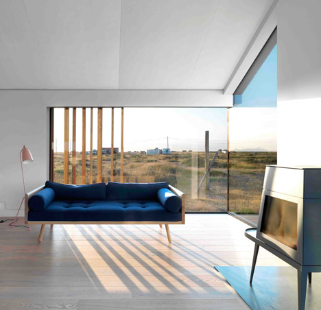 Pobble_House_Dungeness_by_Guy_Hollaway_dezeen_468_8
