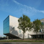 Mecanoo integrates public workspaces within banking centre for Rabobank