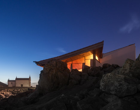 Renovation of Boa Nova Tea House by ÁÁlvaro Siza