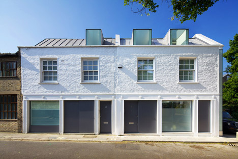 Robert_Dye_extend_London_mews_house_dezeen_468_1