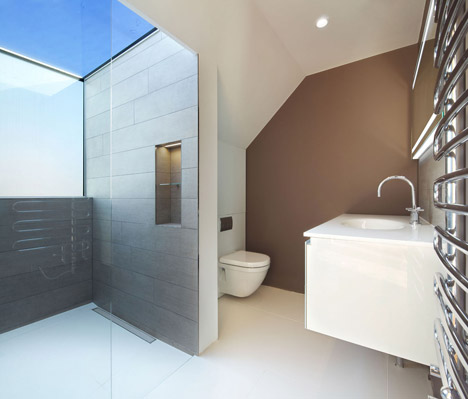 Robert_Dye_extend_London_mews_house_dezeen_468_13