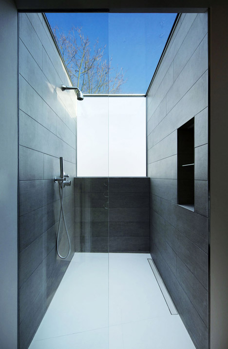 Robert_Dye_extend_London_mews_house_dezeen_468_16