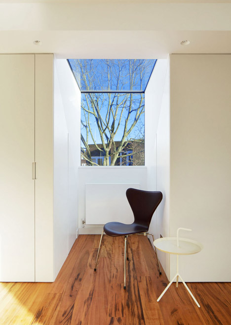 Robert_Dye_extend_London_mews_house_dezeen_468_17