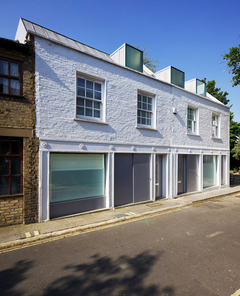 Robert_Dye_extend_London_mews_house_dezeen_468_2