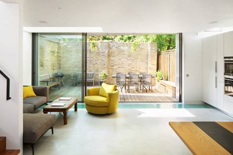 Robert_Dye_extend_London_mews_house_dezeen_468_7