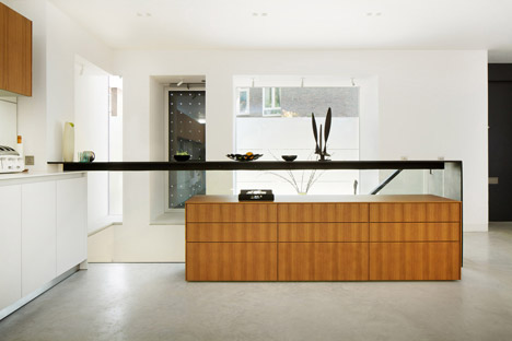 Robert_Dye_extend_London_mews_house_dezeen_468_8