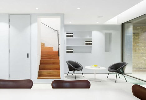 Robert_Dye_extend_London_mews_house_dezeen_468_9