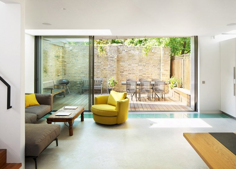 Robert_Dye_extend_London_mews_house_dezeen_784_4.jpg