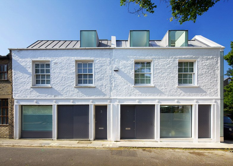 Robert_Dye_extend_London_mews_house_dezeen__784_1.jpg