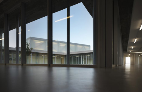 The Whale Primary School by Studio di Architettura Andrea Milani