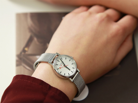 Mondaine Ladies Evo in silver/white