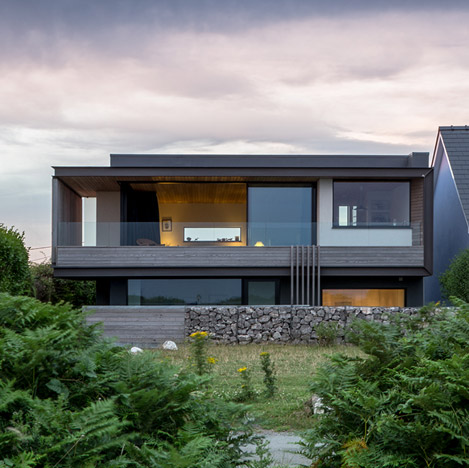 Cliff House by Hyde and Hyde