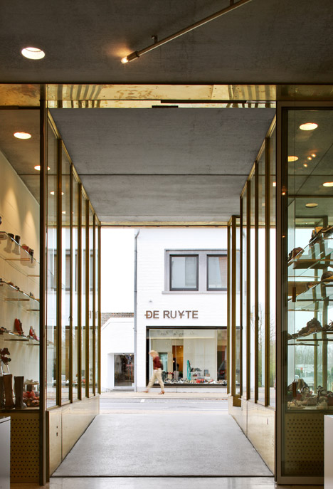 Deruyte Childrens Shoe Shop by ONO