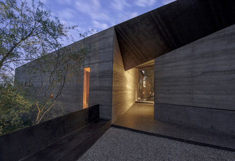 Desert Courtyard House by Wendell Burnette Architects