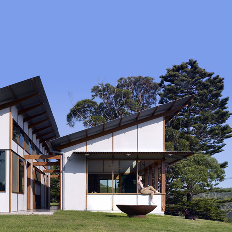 Dunn & Hillam's Dogtrot House centres around an open-air corridor