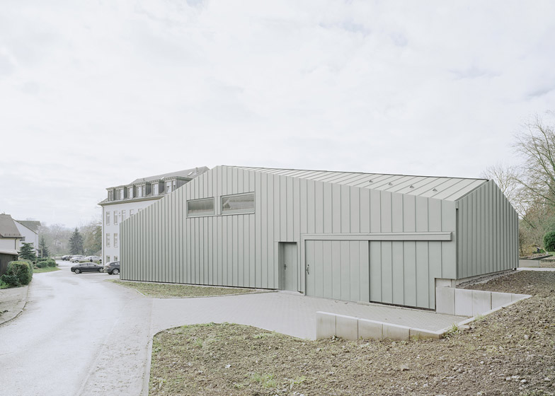 Facted Roof Conceals Size Of Hangar Xs Warehouse By Ecker Architekten