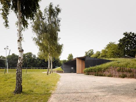 Hidden locker rooms by MU Architecture