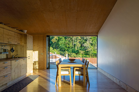 House in Palmela by Paratelier