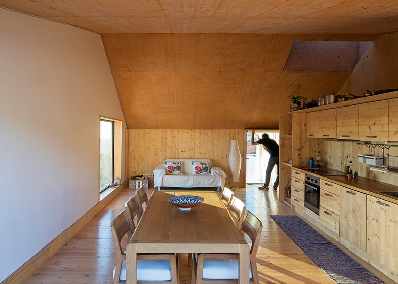 Parateliers concrete house recycles external framwork inside - harry - 哈梨见竹思视雾所