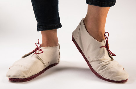 Last 21986 canvas shoes by Lou Moria