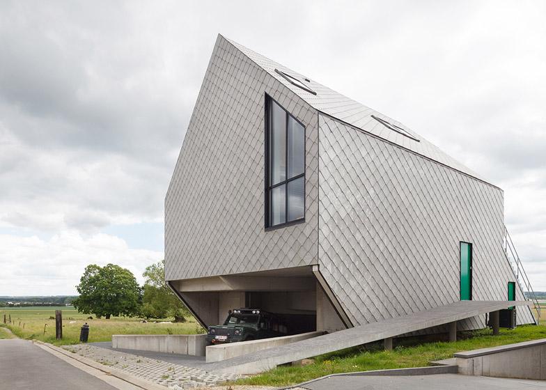 Fibre-cement tiles create a latticed facade for Leeuw House by NU Architectuuratelier