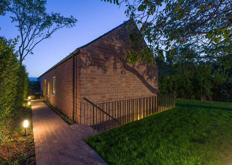 Long Brick House by Foldes Architects