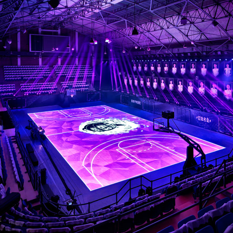 Nike creates first full-size LED basketball court<br /> in Shanghai for training with Kobe Bryant