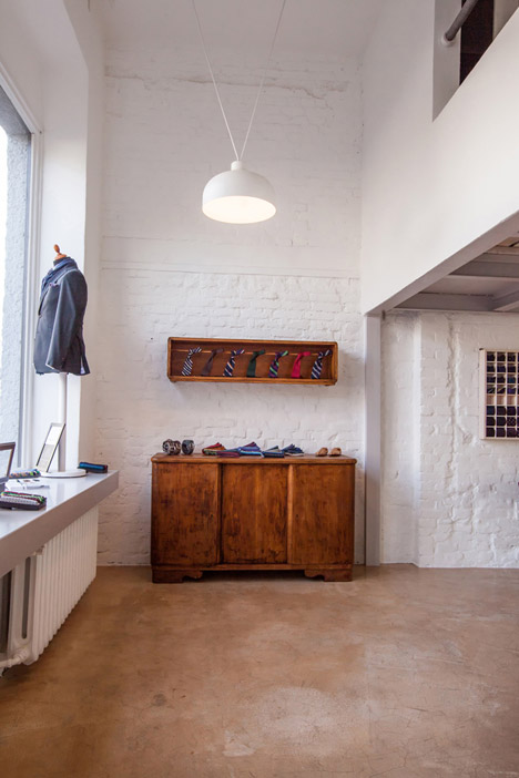 Old sewing factory renovation by Grzegorz Layer