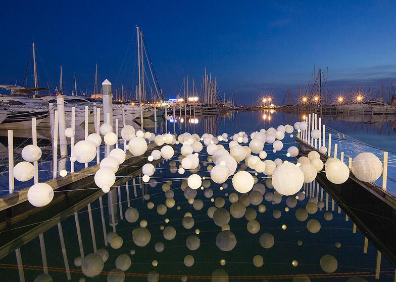 Sensual Wave installation illuminates an empty dock at La Grande-Motte harbour
