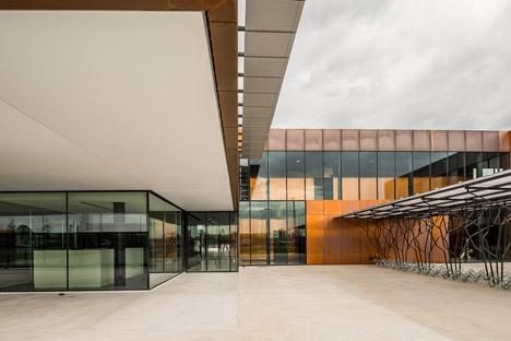 Public middle school of Labarthe-sur-Lèze by LCR Architectes